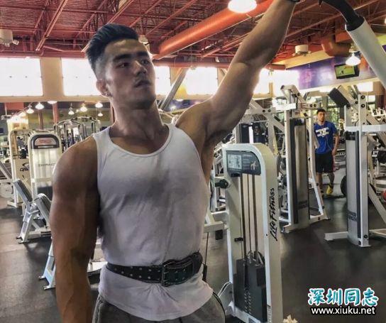 """""""彭于晏""""变大胸男了?!其实手臂才是亮点!"""