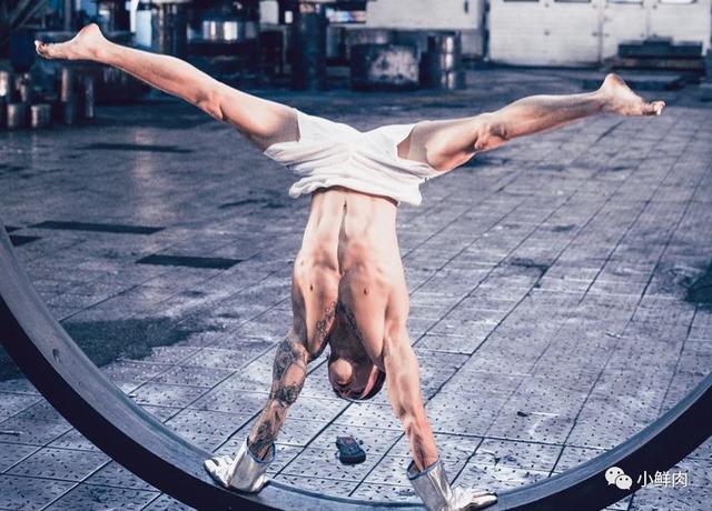 94年体操小将纪练深凭借颜值腱子肉走红