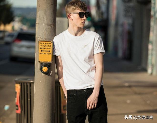 白色T恤搭配千千万,如何才能让自己穿得好看?