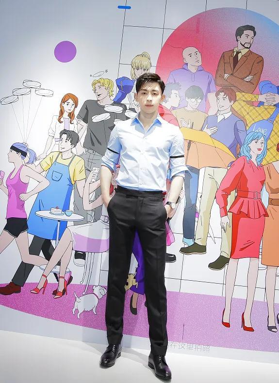 邓伦穿蓝衬衫清爽如少年,胸肌若隐若现实在太撩人