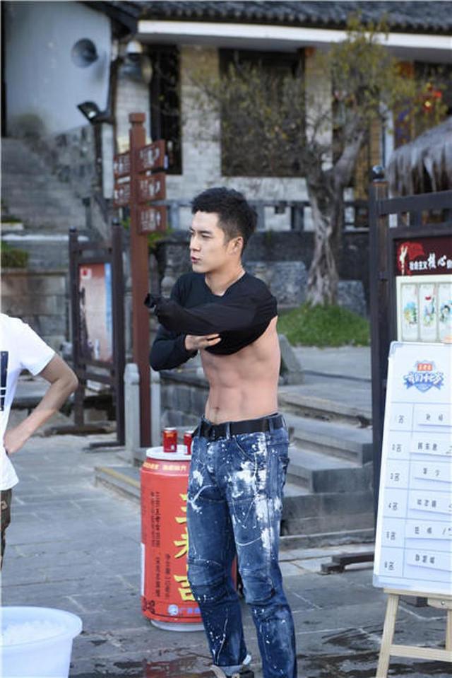韩东君这完美的身材,连男明星都为他点赞