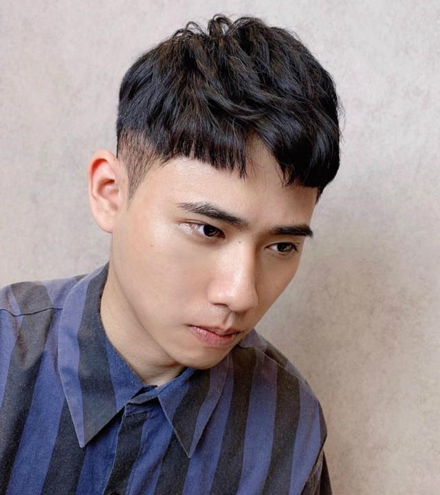 """男生别急着剪""""寸头"""",理发师建议剪这3款新发型,帅气倍增"""