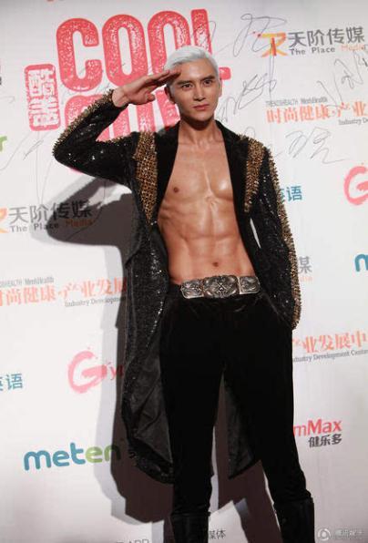 他演过《将夜》里的隆庆,拥有完美腹肌的孙祖君,你们喜欢吗?