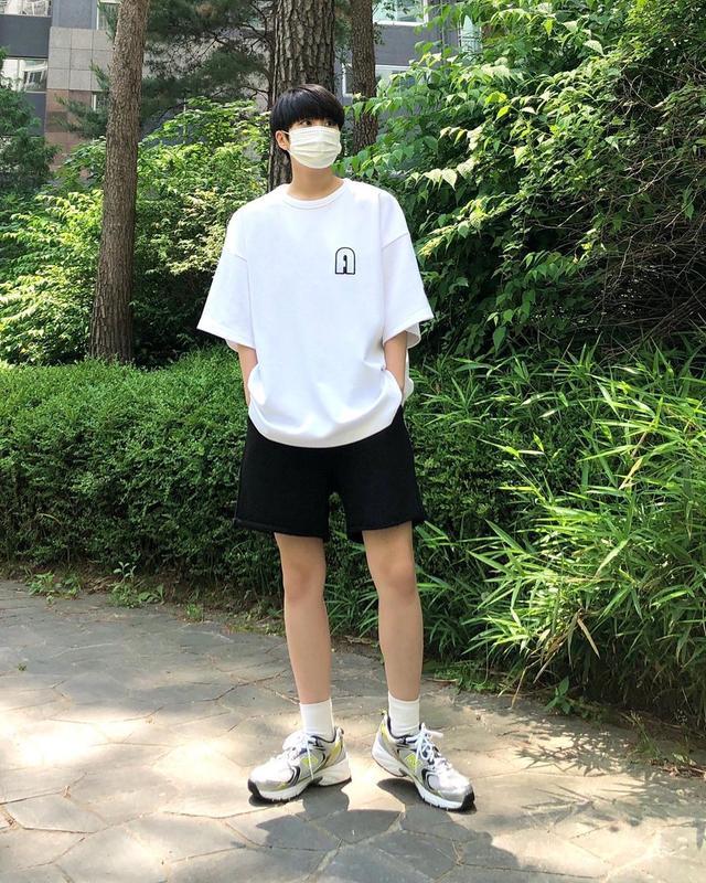 """男生""""白色T恤""""简约风格轻松打造,时尚又帅气"""